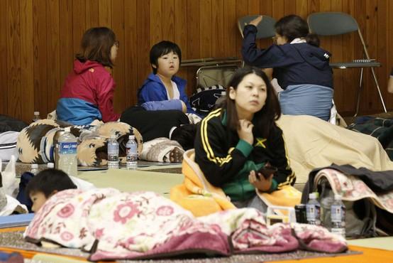 Številni poškodovani v potresu na severozahodu Japonske