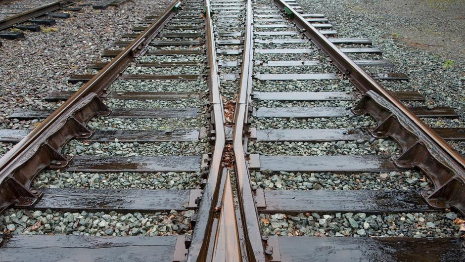 Vlak prevozil pijanega mladeniča, ki je zaspal na tirih (foto: profimedia)