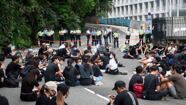 Hongkonška policija pregnala protestnike iz parlamenta (foto: Profimedia)