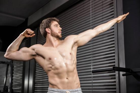 Zakaj ženske privlačijo mišice in zakaj se moški mišičastih kolegov nekoliko bojijo?