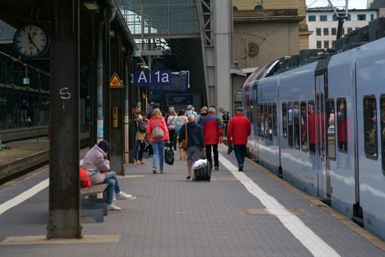 Zaradi ropa v bližnji banki nekaj časa zaprta frankfurtska železniška postaja