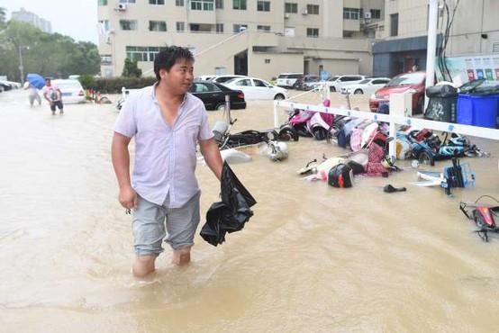 Zaradi tajfuna Lekima premestili več kot milijon Kitajcev, 22 žrtev
