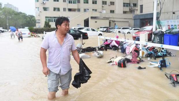 Zaradi tajfuna Lekima premestili več kot milijon Kitajcev, 22 žrtev (foto: STA)