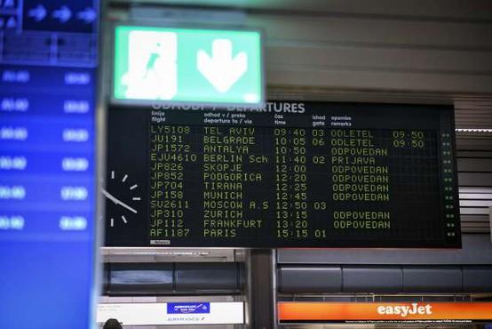 Poljska odbojkarska reprezentanca v Ljubljano z vladnim letalom