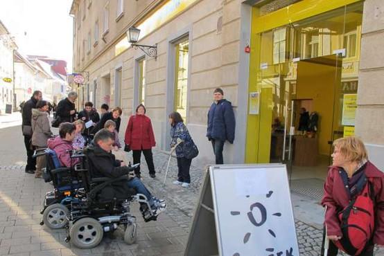 Pohodi z zelenimi baloni pred svetovnim dnem cerebralne paralize