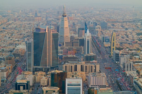 Savdska Arabija bo dovolila neporočenim turistom, da si delijo hotelsko sobo