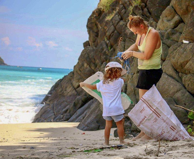 Ena od številnih čistilnih akcij na plaži.