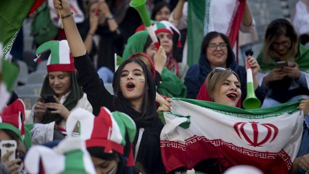 Iran je po pritisku Fife dovolil ženskam ogled nogometne tekme (foto: profimedia)