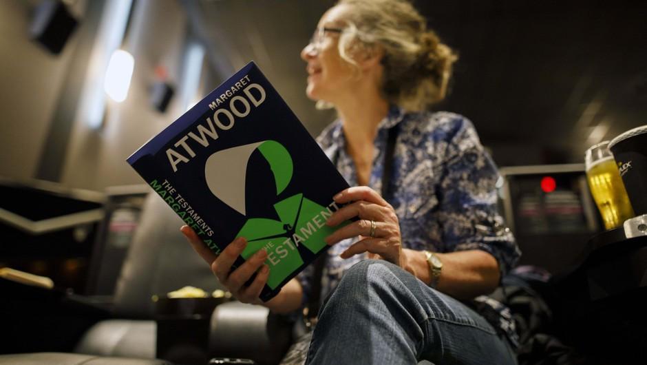 Literarno nagrado booker podelili Margaret Atwood in Bernadine Evaristo (foto: profimedia)
