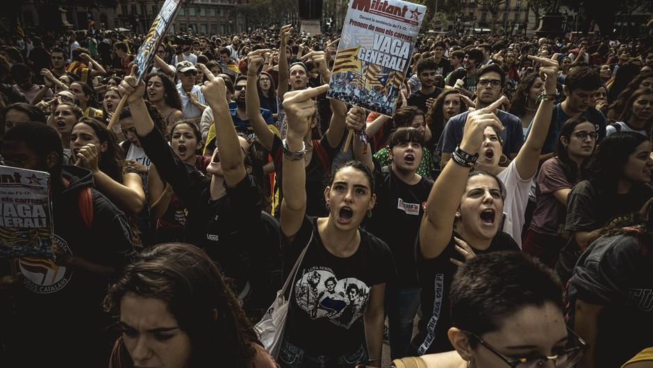 V Barceloni na prostestnike streljali policisti, na desetine ranjenih! (foto: profimedia)