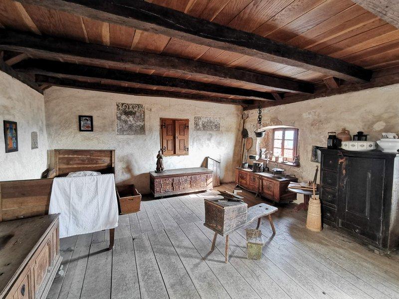 Notranjost kraške hiše v Štanjelu