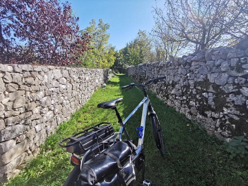 Suhi zid na kolesarskem izletu