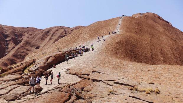Konec vzponov na znameniti avstralski Uluru (foto: profimedia)