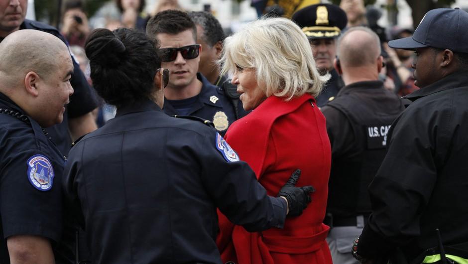 Jane Fonda že tretjič v treh tednih aretirana zaradi podnebnega protesta (foto: profimedia)