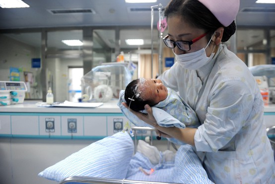 67-letna Kitajka uradno postala najstarejša novopečena mati