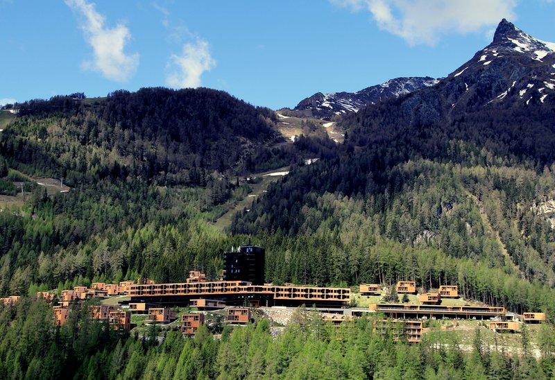 Moderen gorski rezort se povsem zliva z okoljem.