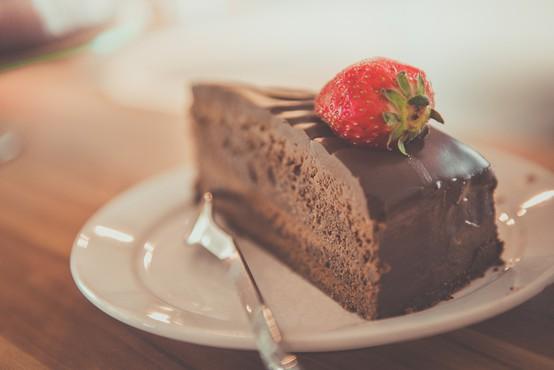 4 odlični recepti za preproste sladice (brez peke!)