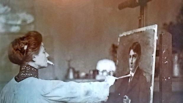 Ivana Kobilca leta 1912 med portretiranjem Vladimirja Stareta, zasebna last. Foto: Wikimedia Commons. (foto: Wikimedia Commons)