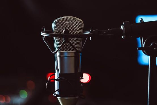 Kvote slovenske glasbe v primeru zasebnih radijskih postaj razveljavljene