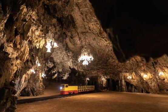 Prvič v zgodovini Postojnske jame zamenjali celoten vozni park!