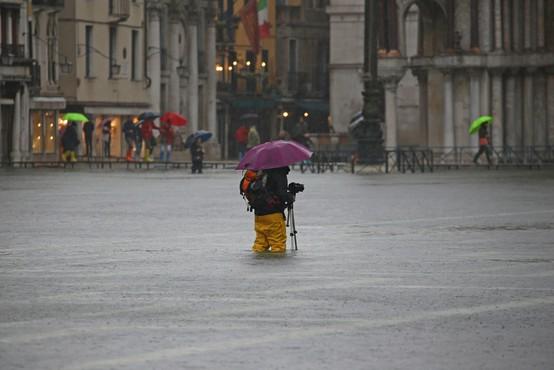 Poplavljanja rek po Sloveniji, visoka plima povzroča težave tudi v Italiji