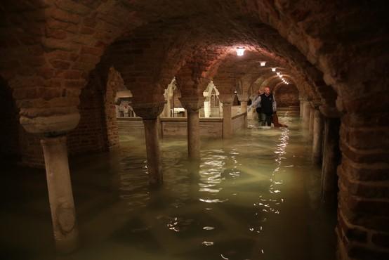 Odplaknilo dragocene mozaike iz bazilike sv. Marka v Benetkah