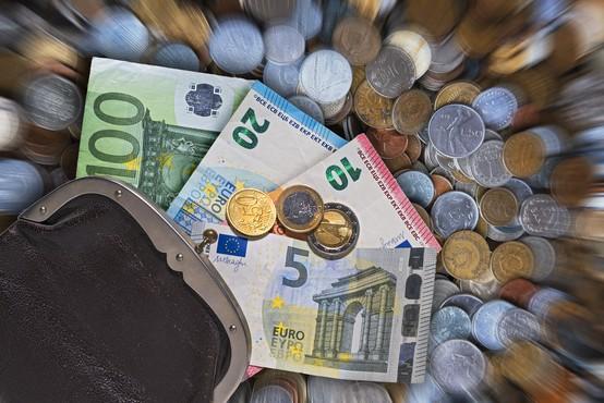 Ko naše finance niso, kot bi si želeli, krivimo druge!