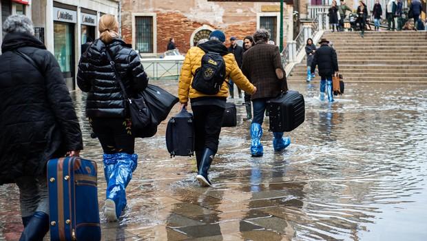 Markov trg v Benetkah kljub poplavam poln turistov (foto: profimedia)