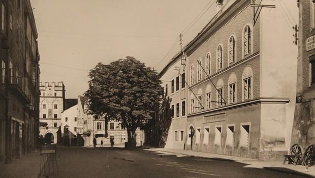 V Hitlerjevo rojstno hišo se bo zaradi neonacistov vselila kar policija (foto: profimedia)