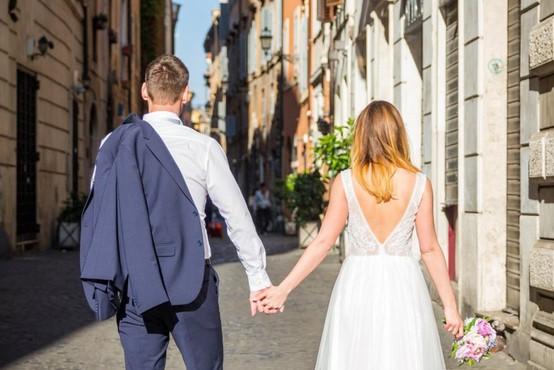V Italiji lansko leto prvič zabeležili več civilnih kot cerkvenih porok