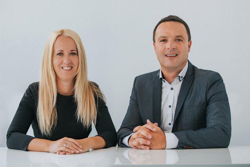 Ana in Mitja Vezovišek, soustanovitelja butičnega svetovalnega podjetja s področja upravljanja osebnih financ Vezovišek in partnerji.
