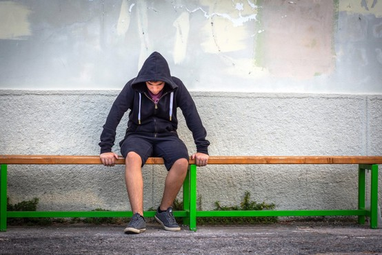 Mladostniki v šolah pogosto tarče zbadanj in opazk zaradi svoje spolne usmerjenosti