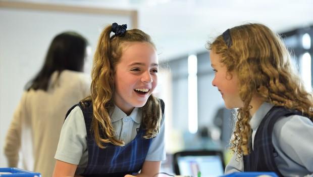 Danes odločitev o vrnitvi vseh učencev v šolske klopi (foto: Unsplash.com)