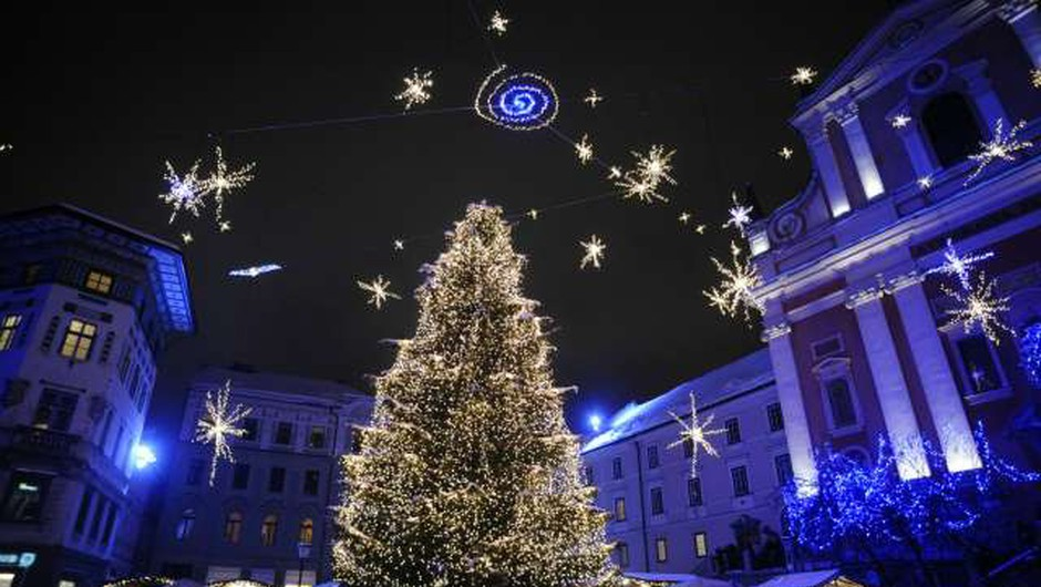 S slovesnimi prižigi prazničnih luči po Sloveniji v čarobni december (foto: Nebojša Tejić/STA)