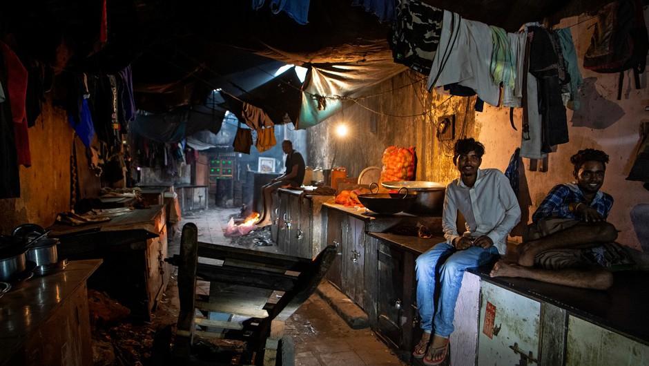 Indijske oblasti bodo plačale odškodnino državljanom, ki trpijo zaradi onesnaženega zraka (foto: profimedia)