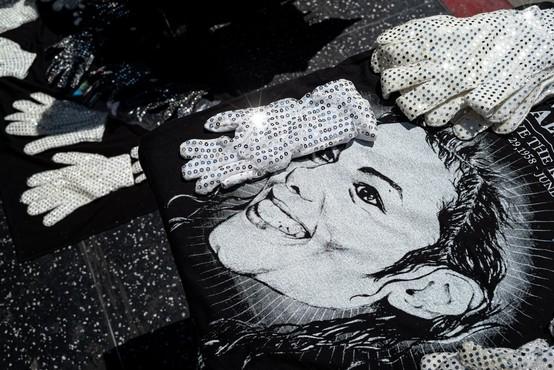 Johnny Depp bo produciral muzikal o rokavici Michaela Jacksona
