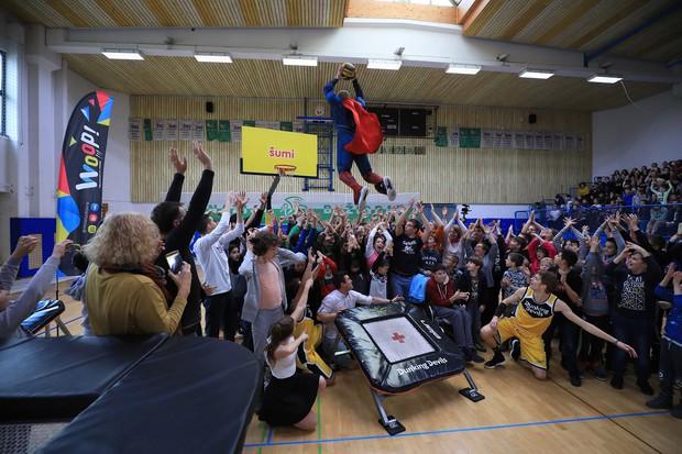 Praznični Šumi Dunking Devils spektakel razveselil več kot 500 otrok iz vse Slovenije (foto: Šumi Dunking Devils Press)