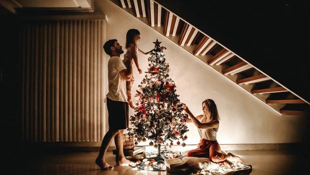 Decembrski prazniki: prisiljena sreča in prisila povezanosti (foto: Unsplash)