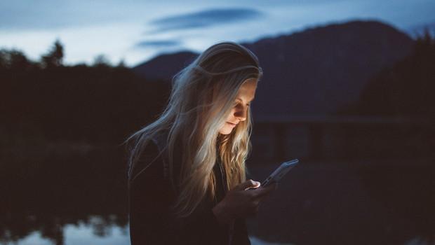 """""""Če smo na telefonu LAHKO dosegljivi vedno in povsod, ne pomeni, da to tudi MORAMO biti"""" (foto: Unsplash)"""