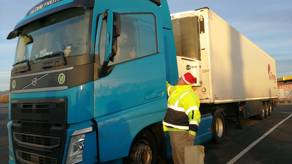 Voznike na počivališčih že petič obiskala božičkova šoferska karavana (foto: Facebook/STA)