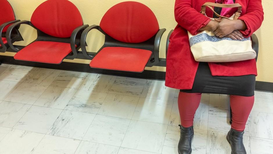 Čakate na operacijo kolena, kolka, katero drugo operacijo? Pa veste, zakaj čakate? (foto: profimedia)