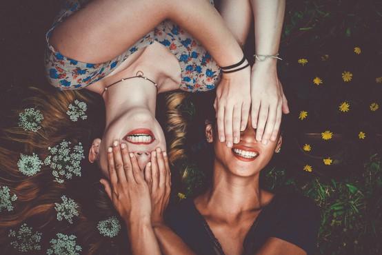 Način, kako za praznike enostavno izvabite nasmeh popolnega neznanca