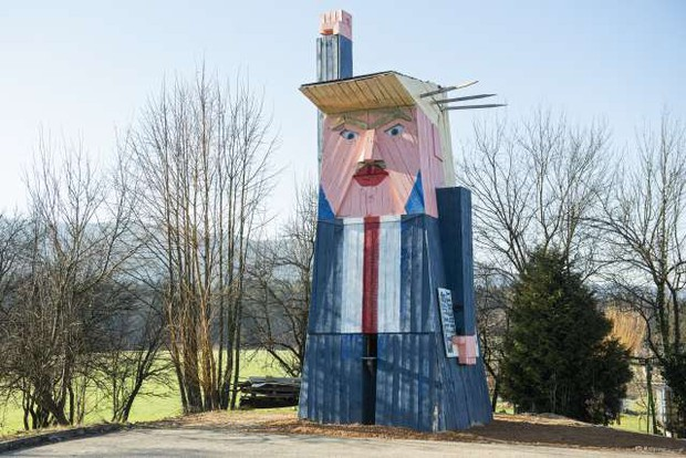 Trumpov kip odslej v Moravčah, kjer je bil že tarča vandalov (foto: Bor Slana/STA)