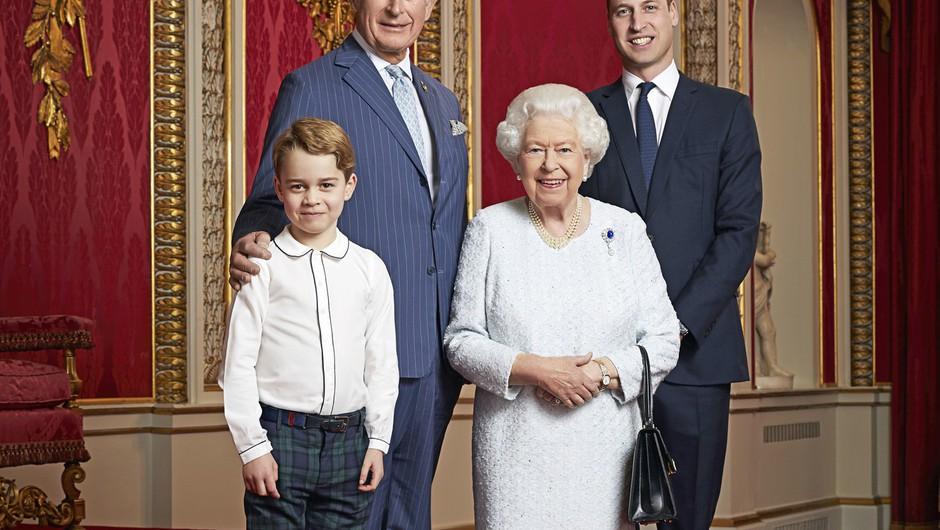 Nov portret britanske kraljice s prestolonasledniki ob začetku desetletja (foto: profimedia)