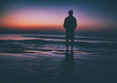 Če ne veste, kaj bi rekli žalujočemu prijatelju, lahko mirno ostanete tiho (piše: Darjo Hrib)