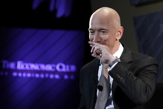 Donacija Jeffa Bezosa za Avstralijo razjezila javnost in odprla vprašanje – lahko kritiziramo donacije?