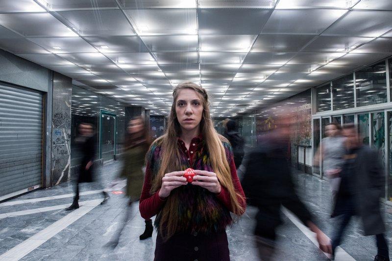 Jeseni 2016 je na odru (Male) Drame debitirala kot Ollie v Pomoni Alistairja McDowalla (režija Jaša Koceli).