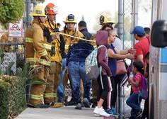 Deltino letalo pred zasilnim pristankom v Los Angelesu odvrglo gorivo na šole