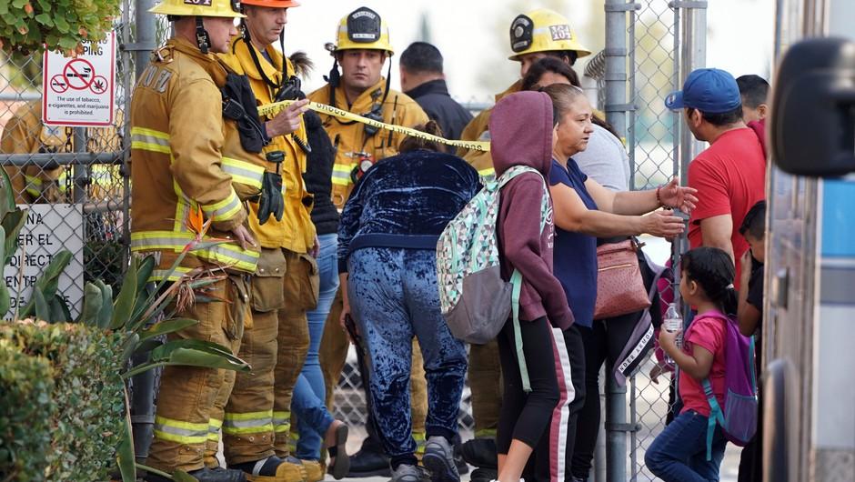 Deltino letalo pred zasilnim pristankom v Los Angelesu odvrglo gorivo na šole (foto: profimedia)