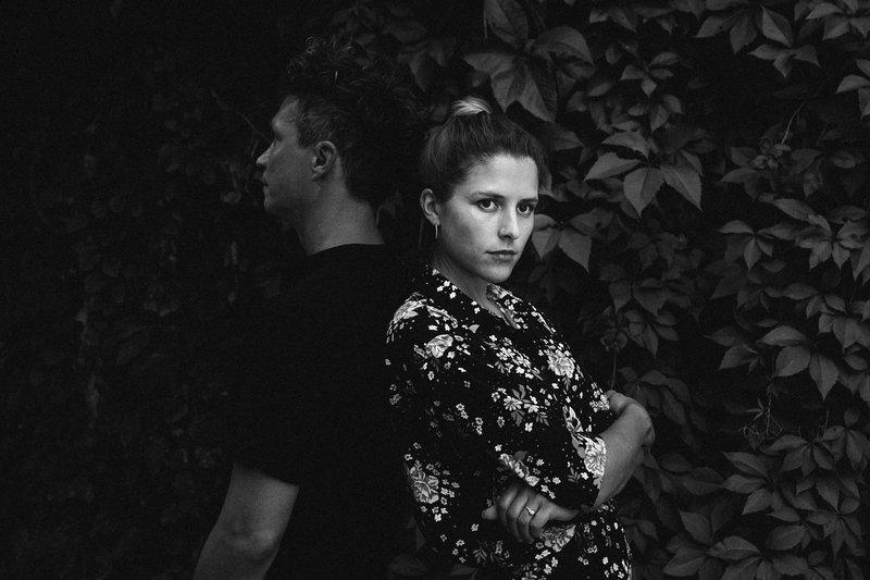 Jedro zasedbe sta pevka in avtorica besedil, Saša Vipotnik in Mario Babojelić, ki skrbi za aranžma in produkcijo.